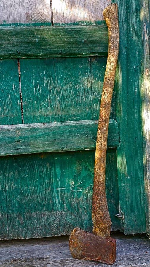 Lasci l'ascia dalla porta fotografia stock