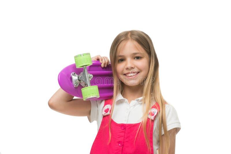 Lascia il giro Il fronte sorridente della ragazza porta il bordo del penny su fondo bianco isolato spalla Originalmente progettat fotografia stock