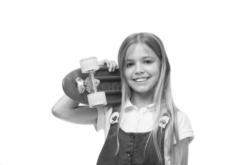 Lascia il giro Il fronte sorridente della ragazza porta il bordo del penny su fondo bianco isolato spalla Originalmente progettat fotografie stock libere da diritti