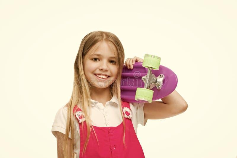 Lascia il giro Il fronte sorridente della ragazza porta il bordo del penny su fondo bianco isolato spalla Originalmente progettat immagine stock libera da diritti