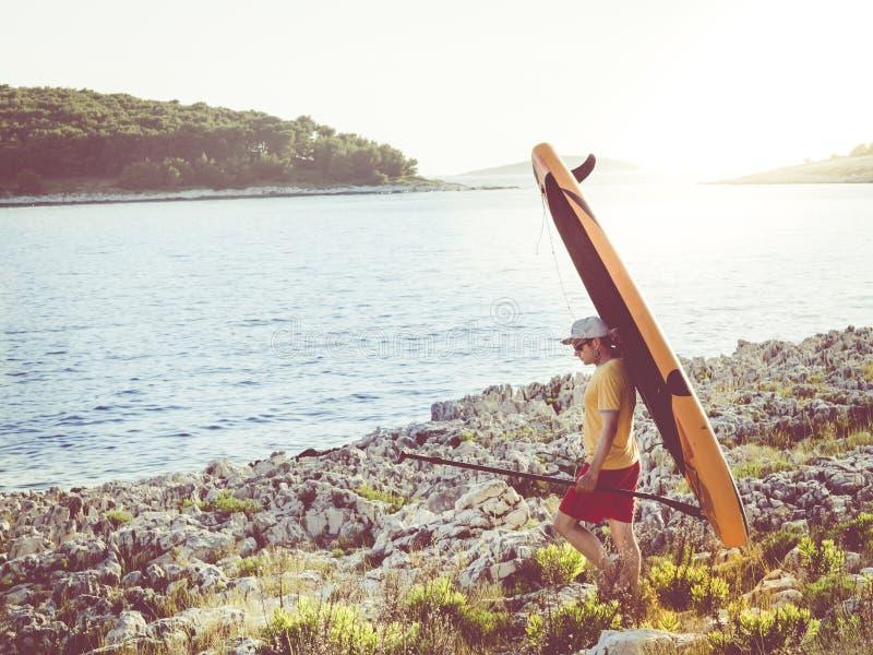 Lascia praticare il surfing di inizio immagini stock