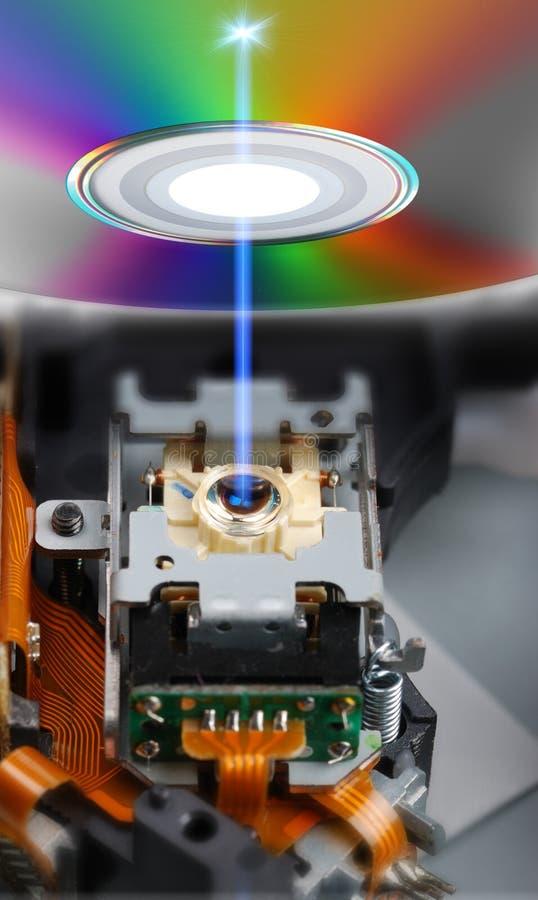 Laser-Kopf und blauer Lichtstrahl lizenzfreies stockbild