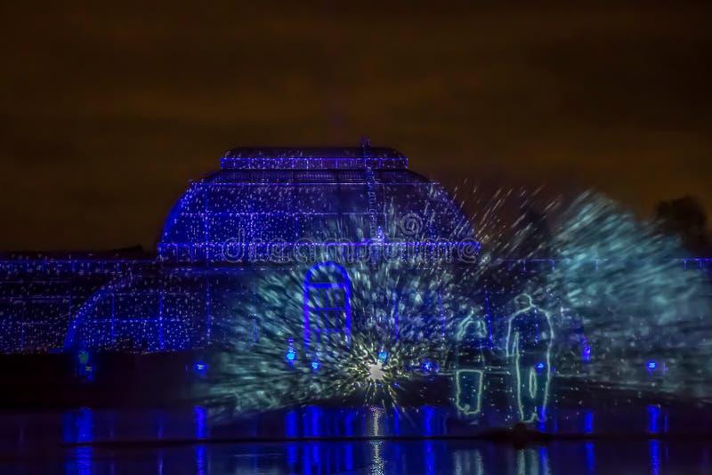 Laser-projektioner på kungliga Kew trädgårdar, London royaltyfria bilder