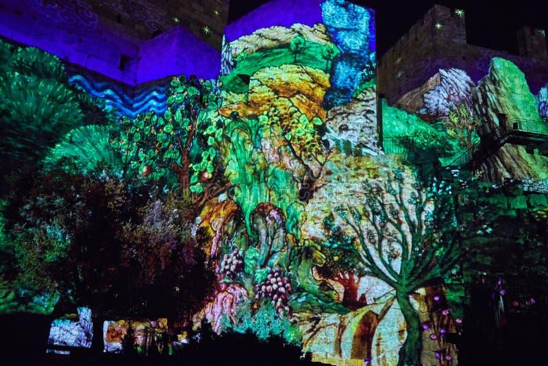 Laser-Show auf den Wänden des Turms Königs David lizenzfreie stockfotos