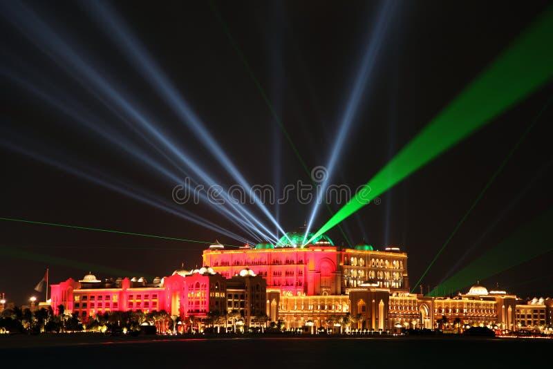 Laser-show på emiratslotten, Abu Dhabi, Förenade Arabemiraten royaltyfri fotografi