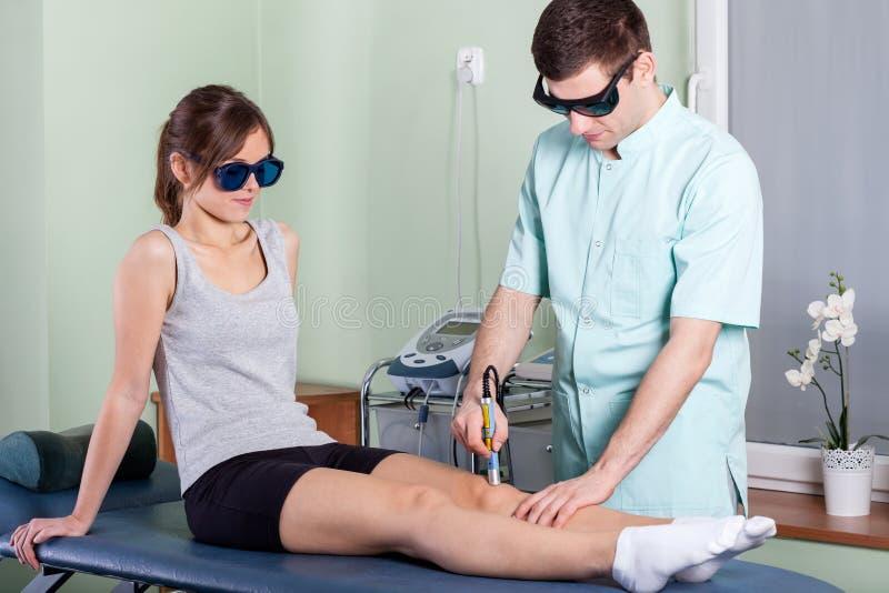 Laser-sjukgymnastik arkivfoto
