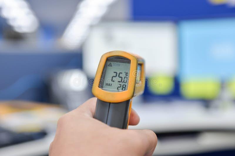 Laser-Thermometer stockbilder