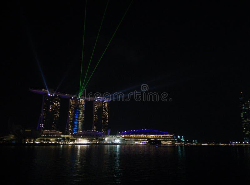 Laserowy przedstawienie Singapur Marina zatoki ogród zatoką i piasek zdjęcie stock