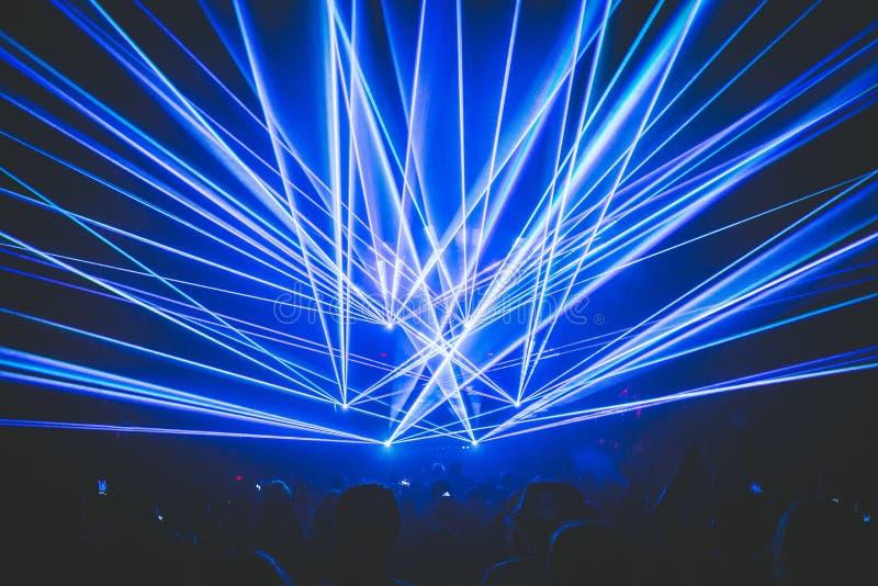 Lasers em um entusiasmo, partido, clube fotos de stock