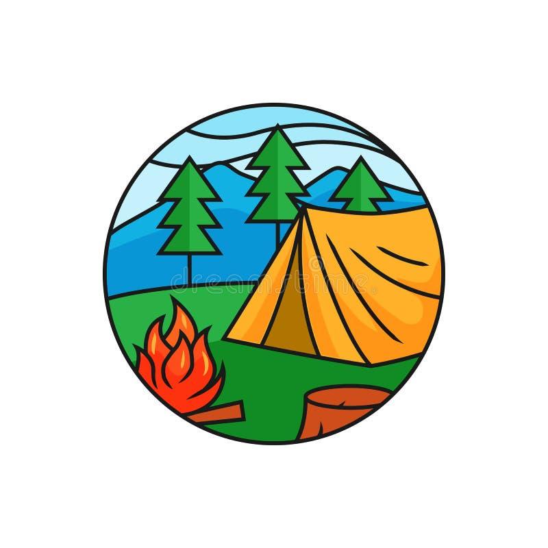 Lasowa campingowa logo odznaka Namiot z ogniskiem przy halnej sosny lasową ilustracją dla plenerowej aktywności pojęcia royalty ilustracja