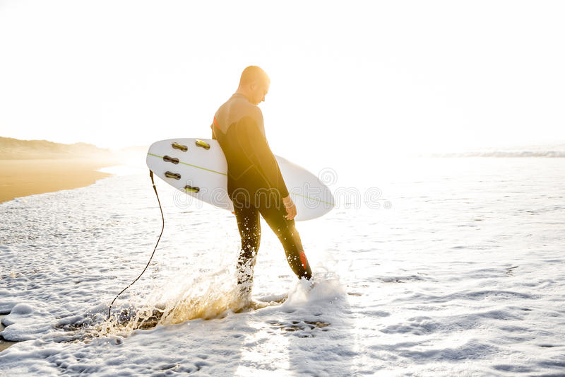 Lassen Sie ` s Fang einige Wellen stockbild