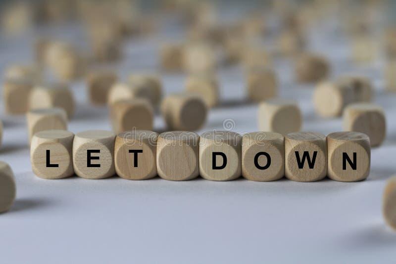 Lassen Sie unten - Würfel mit Buchstaben, Zeichen mit hölzernen Würfeln stockfoto