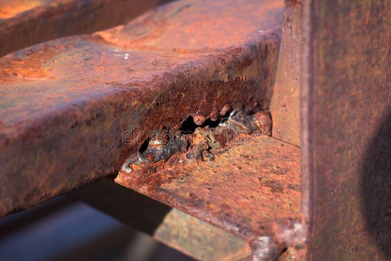 Lassennaad op staalplaatmetaal stock afbeeldingen
