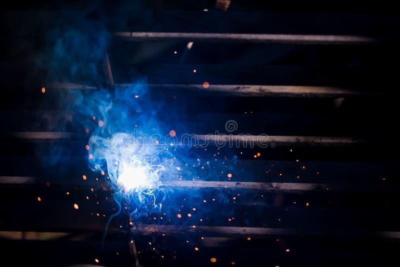 Lasser die technisch staal oprichten Industriële staallasser in feite royalty-vrije stock afbeelding