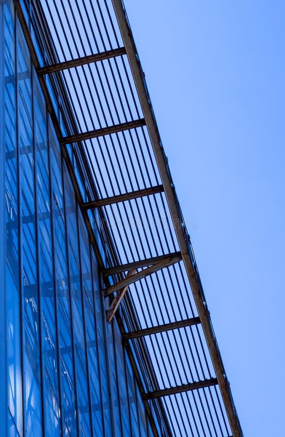 Lassmuur in moderne architectuur royalty-vrije stock afbeeldingen