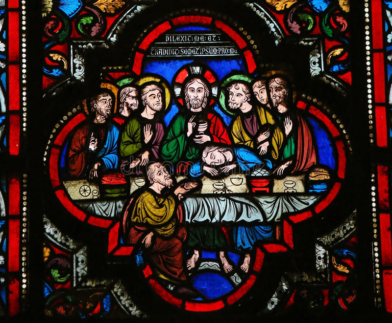 Last Supper. Stained glass window depicting Jesus and his disciples at the Last Supper on Maundy Thursday, in the cathedral of Bayeux, Normandy, France stock photography