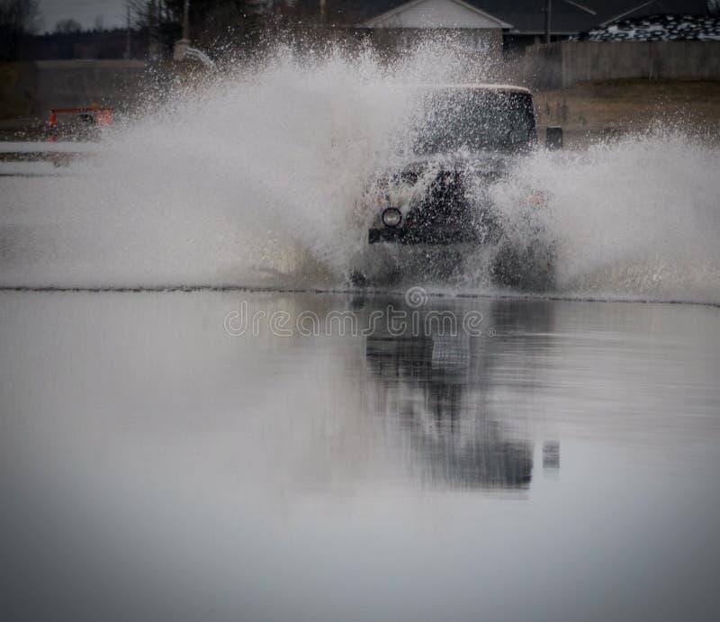 Lastbil av vägsprejvatten royaltyfri foto