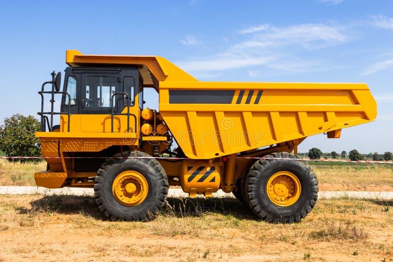 lastbil för förrådsplatsgrävskopahav royaltyfria foton
