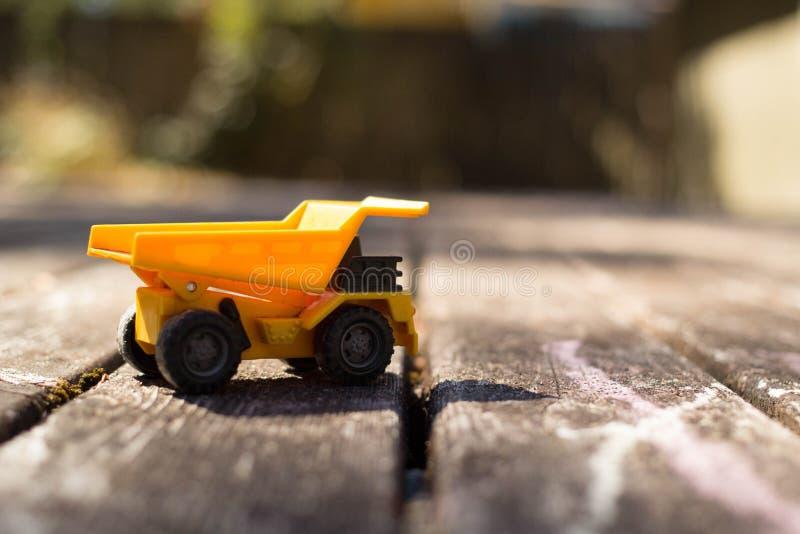 lastbil för förrådsplatsgrävskopahav arkivfoton