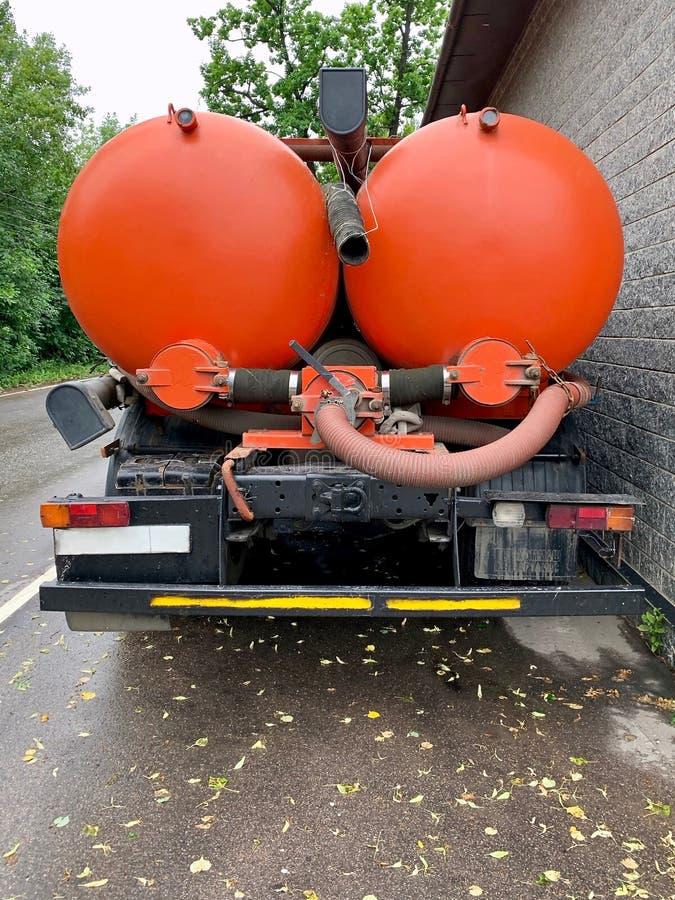 Lastbil för kloakförfogande, tillbaka sikt Asinization service royaltyfri foto