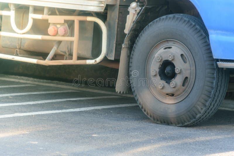 Lastbilhjultransport royaltyfri bild