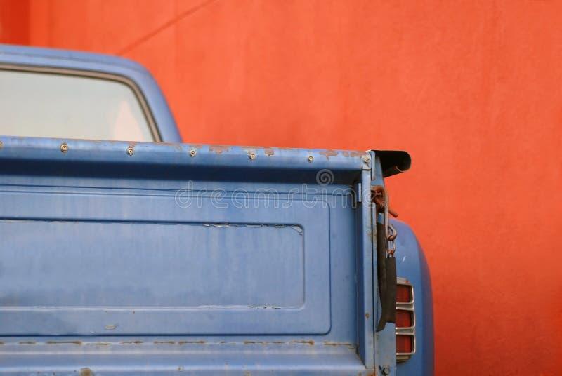 lastbilvägg för blå red arkivbilder