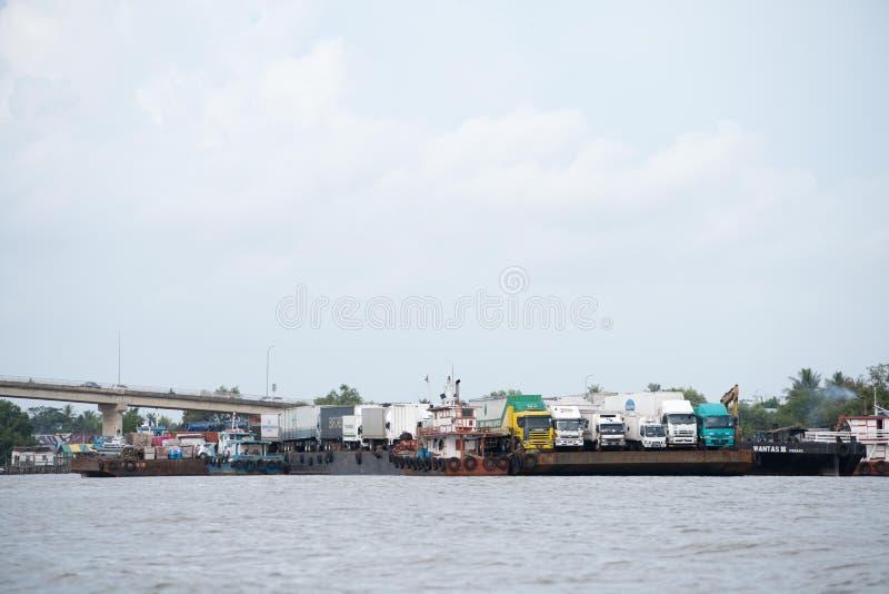 Lastfartyg i asia royaltyfri fotografi