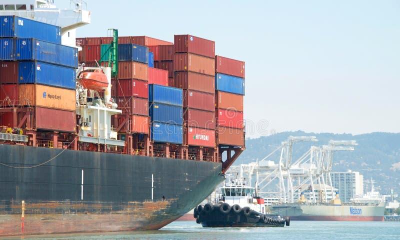 LastfartygAPL-TOURMALINE som skriver in porten av Oakland royaltyfria foton