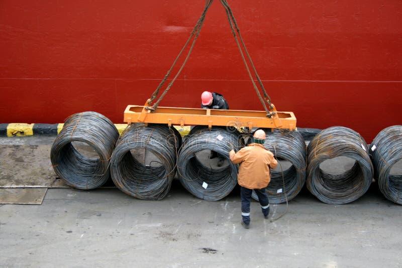 lasthamnarbetarear reparationr tråd för päfyllning två arkivbilder