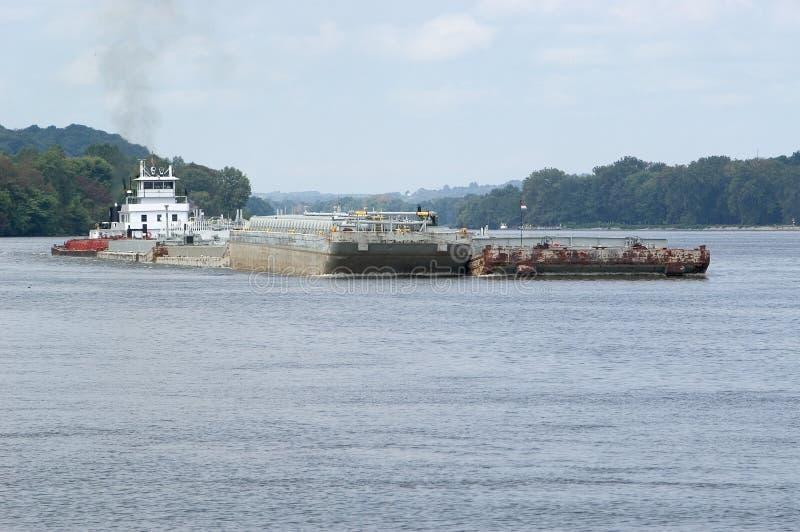 Lastkahn auf dem Ohio-Fluss stockbilder