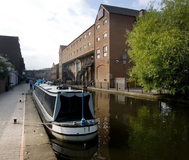 Lastkahn auf Kanal in Birmingham, England lizenzfreies stockfoto