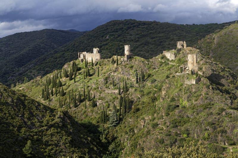 Lastours四座城堡在小山的 免版税图库摄影
