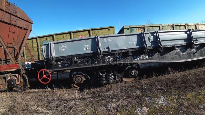 Lastwagen des G?terzugs Transport des ?berlandschienentransportes des Schmier?ls lizenzfreie stockfotografie