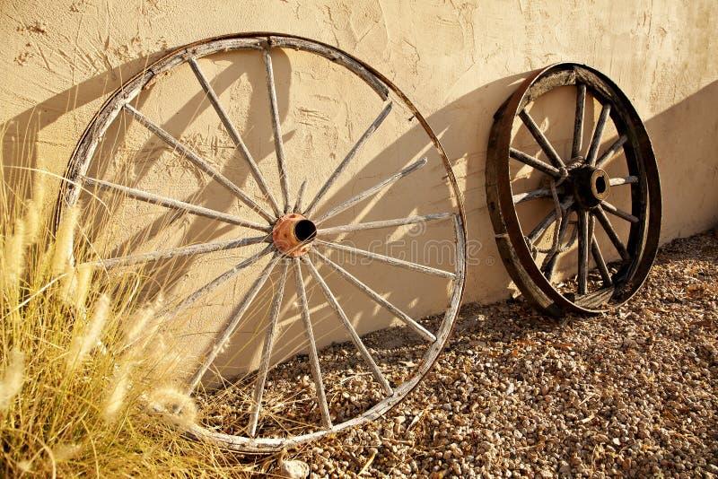 Lastwagen-Räder des alten Westens lizenzfreies stockfoto