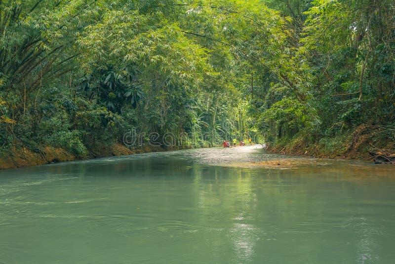 Lat Rafting för flod royaltyfri fotografi