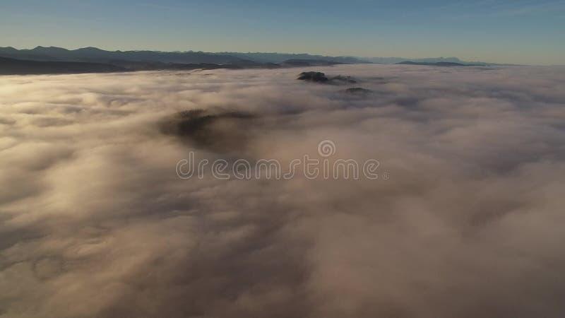 Latać przez chmur fotografia royalty free