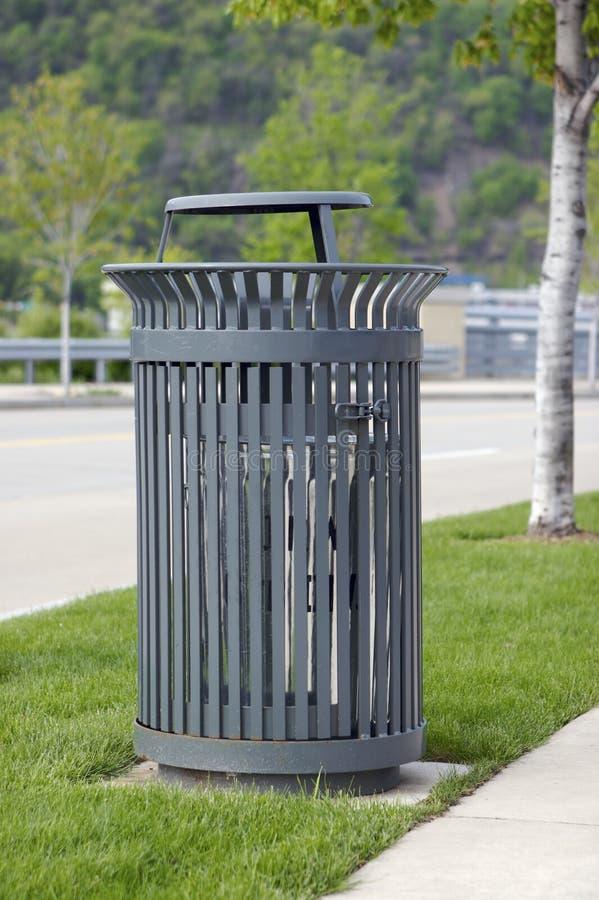 Lata de lixo foto de stock