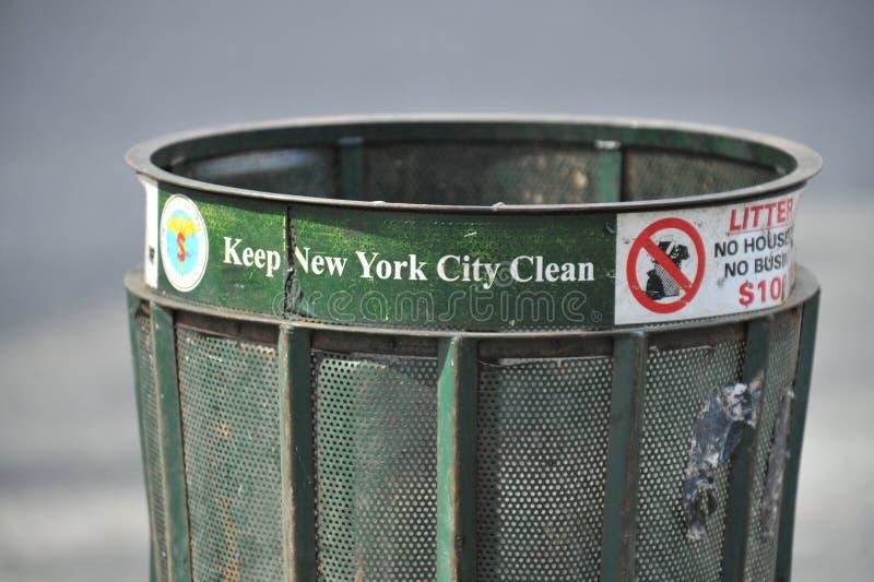 Lata de lixo de New York City fotos de stock