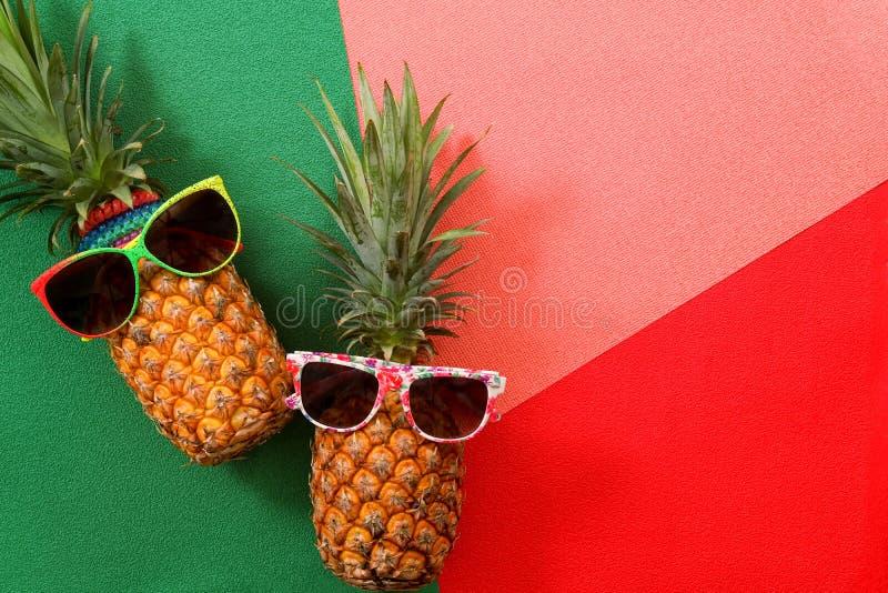 Lata i wakacje pojęcie Modniś mody Ananasowi akcesoria zdjęcia stock