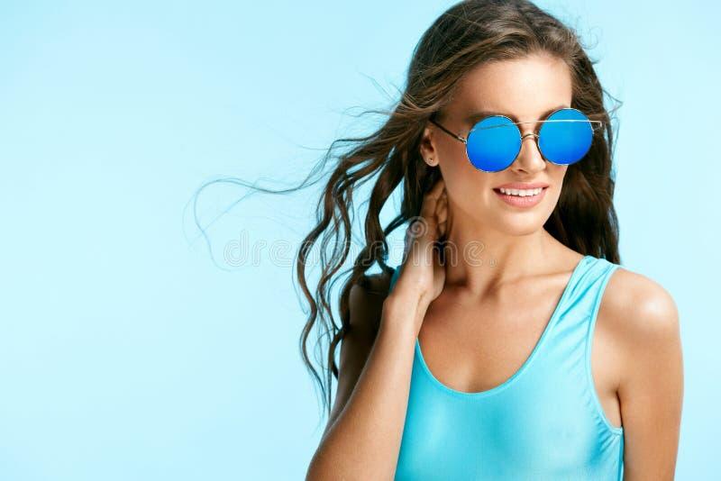 lata mody okulary przeciwsłoneczne seksowna kobieta obrazy stock