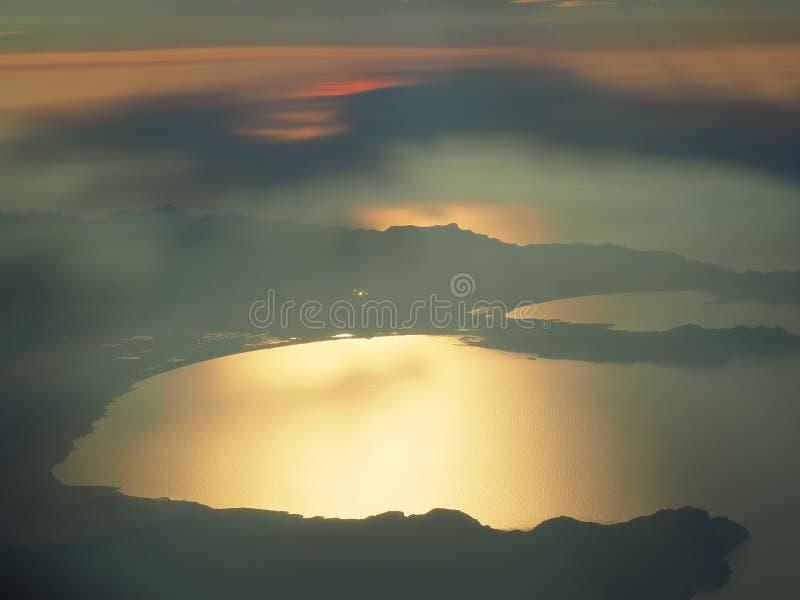 Lata? nad wysp? Majorca podczas zmierzchu Widok od samolotowego okno Mallorca, Hiszpania obrazy stock