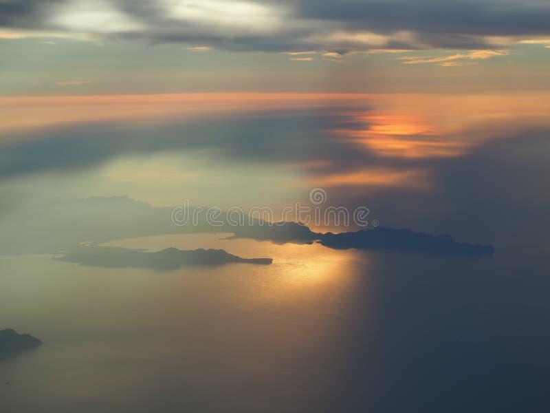 Lata? nad wysp? Majorca podczas zmierzchu Widok od samolotowego okno Mallorca, Hiszpania fotografia royalty free