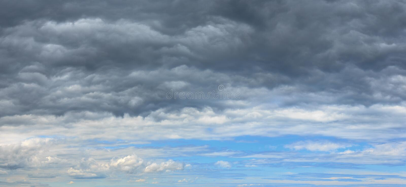 Lata nieba pogodowy odmienianie chmurzący tło fotografia royalty free