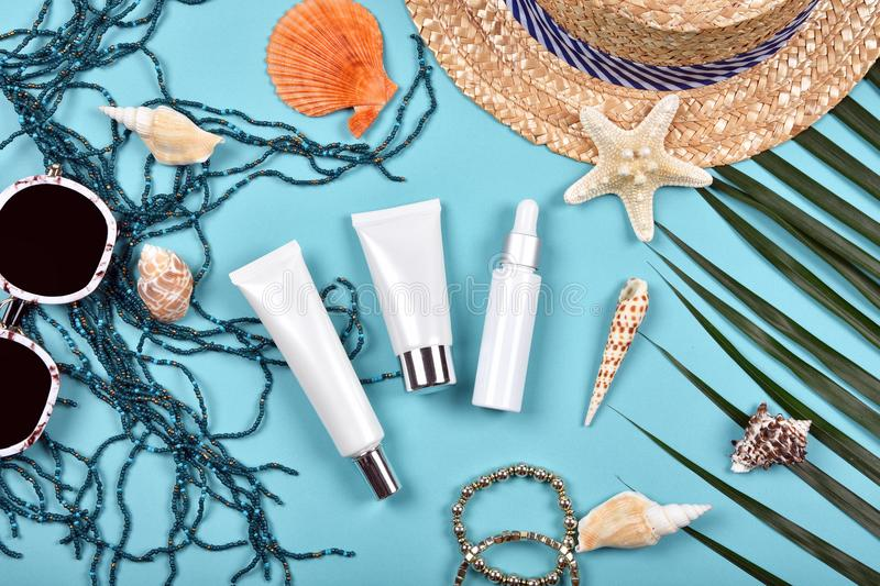 Lata skincare twarzowa ochrona, słońce ochrona z Pustymi etykietka kosmetykami butelkuje zbiornika zdjęcia royalty free