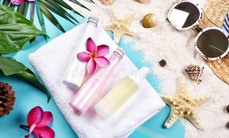 Lata skincare twarzowa ochrona, słońce ochrona z Pustymi etykietka kosmetykami butelkuje zbiornika fotografia stock