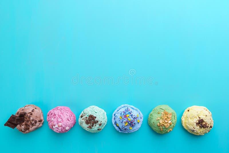 Lata tło Set różnorodne sosowane lody miarki z zdjęcie royalty free