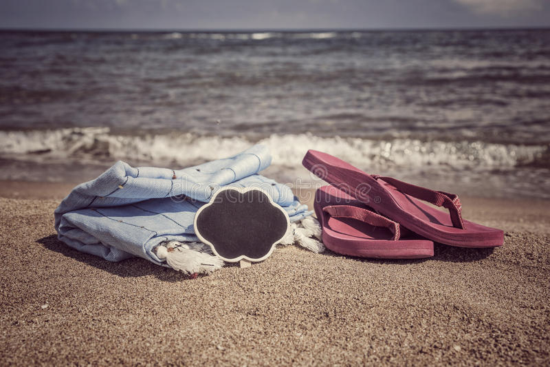 Lata tło z trzepnięcie klapami i ręcznik na plaży obrazy stock