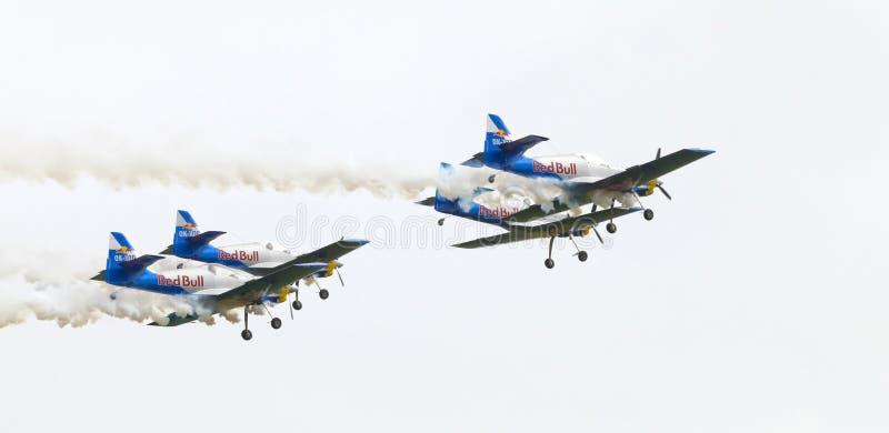 Download Latająca Byków Aerobatics Drużyna Na Airshow Fotografia Editorial - Obraz złożonej z gorący, post: 57661747