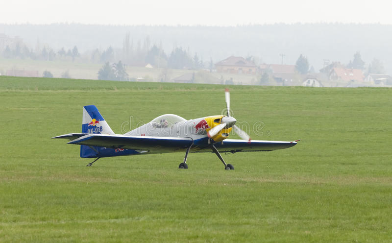 Download Latająca Byków Aerobatics Drużyna Na Airshow Zdjęcie Stock Editorial - Obraz złożonej z strach, niebo: 57661803