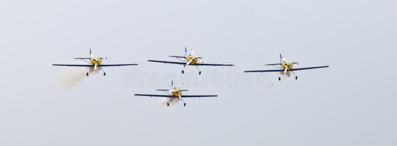 Download Latająca Byków Aerobatics Drużyna Na Airshow Zdjęcie Editorial - Obraz złożonej z śmigła, gorący: 57661836
